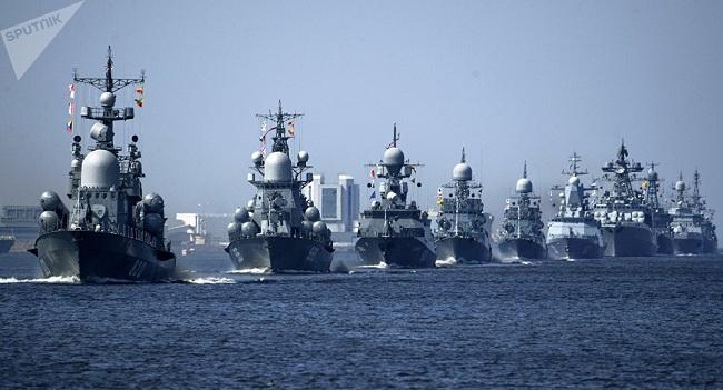 Buques de la Armada de China y Rusia navegan juntos por el estrecho de Japón