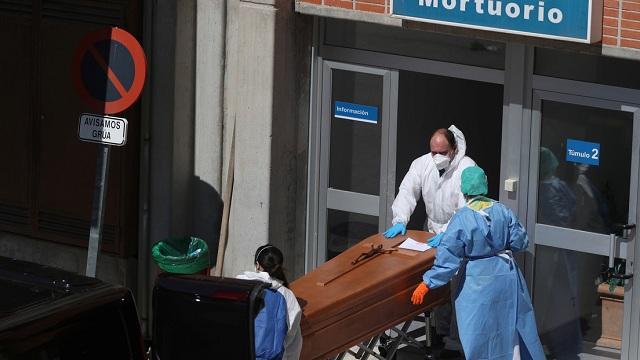 La cifra de muertos diarios por covid-19 supera el máximo en España con 838