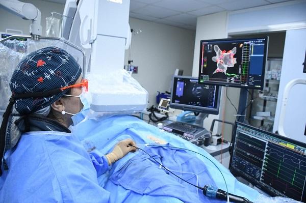 Equipo de Electrofisiología de Moderno- MCA, introdujeron por 1ra vez en RD el uso del Ecocardiograma intracardiaco