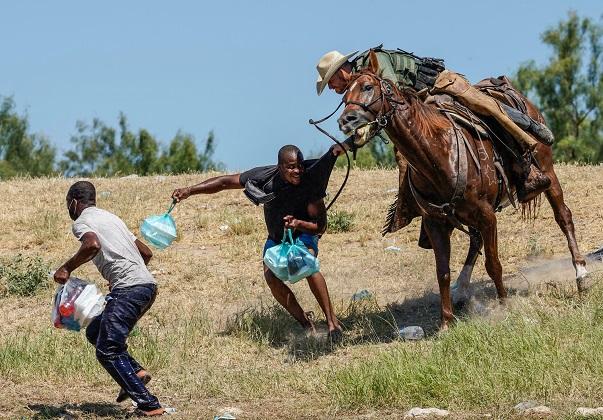 """Jefe del Senado de EEUU insta a Biden a poner fin a las """"detestables"""" expulsiones de haitianos"""